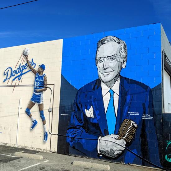 Toro Grillhouse - Magic Johnson, Vin Scully wall murals (Foodzooka)