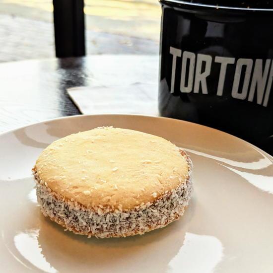 Tortoni Caffé - Alfajor (Foodzooka)